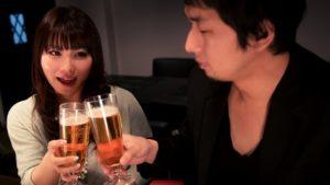 女性から飲みに誘う女性と男性心理