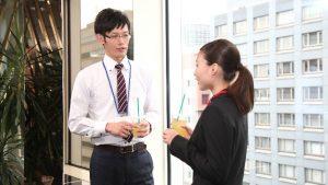 職場の男女二人きりで飲みに行くのは普通ですか?